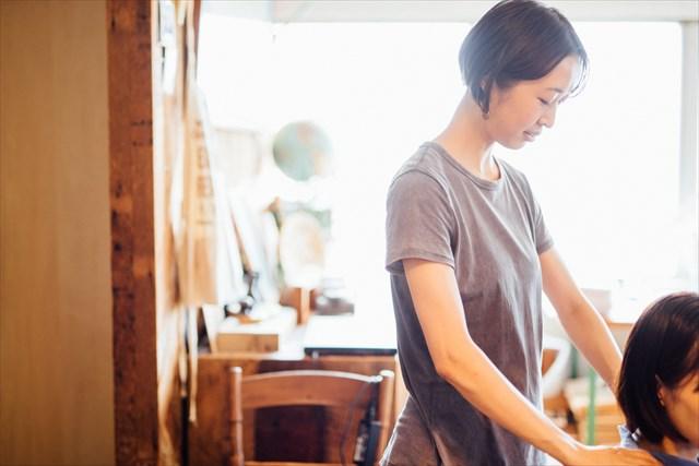 最近勉強しているタイ古式マッサージは、人に直接触れて体の凝りや滞りをほぐす施術。「手の感覚を研ぎ澄ますという点では彫刻に似ているかもしれません。新しいことを勉強するのはいつも刺激的です」