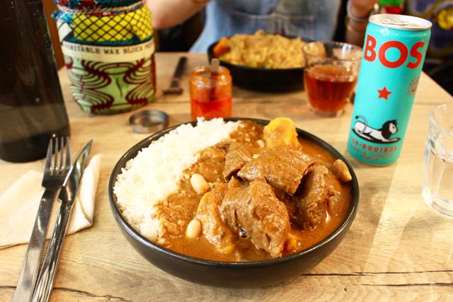 アフリカ産の食品が並ぶ