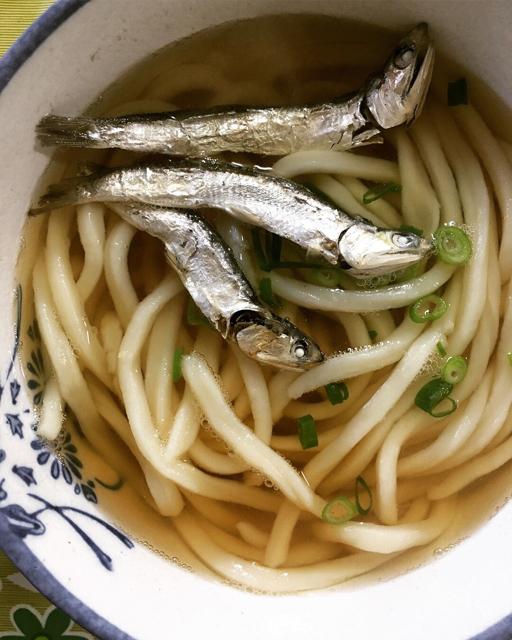 食文化の推移をしみじみ感じる、香川「宮川製麺所」のいりこだし汁うどん