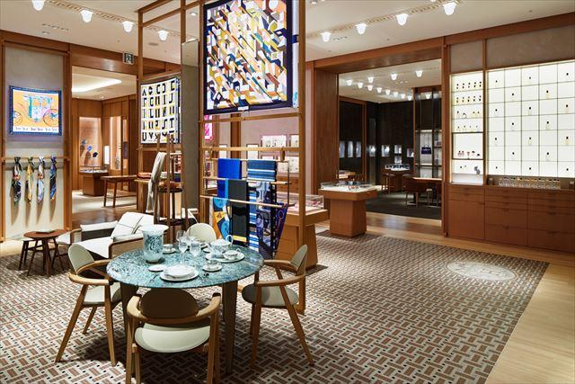 ウィメンズのシルクやアクセサリー、香水のほか、家具やテーブルウェアなどのホームコレクションをラインアップphoto:(c)Nacása & Partners Inc. / Courtesy of Hermès Japon