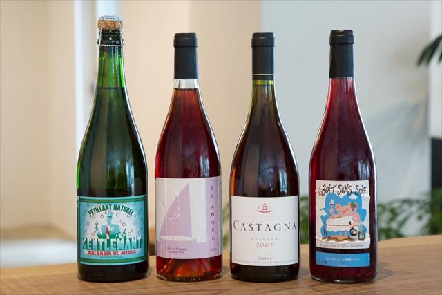 フランスのワインが主軸だが、岩原氏がオーストラリア料理の店に長年勤務していたので、『アレグロ ロゼ2007年』(カスターニャ/グラス1200円、ボトル7000円)〈右から2番目〉など、オーストラリアも1/4程度を占めている
