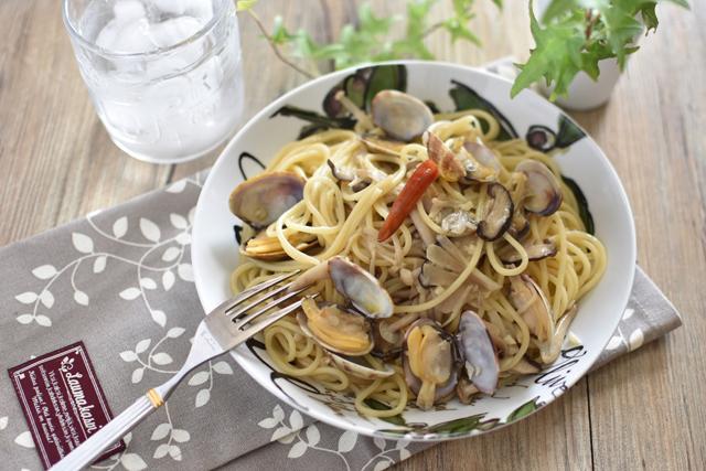 最近ではパスタなどの洋食にも使われるようになった「塩こうじ」(写真=ハナマルキ)