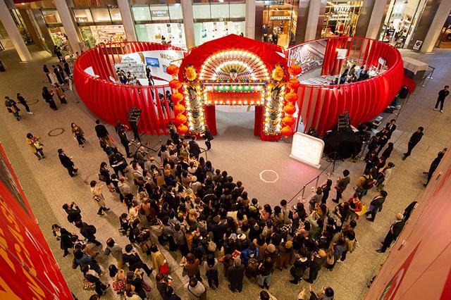 東京・KITTE丸の内の1階アトリウムで始まった「香港ウィーク2018 Greater Bay Area Showcase」(写真・香港政府観光局提供)