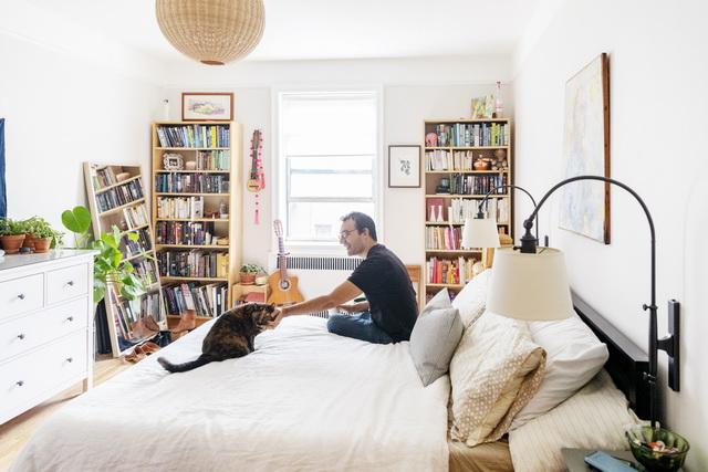 ダニーさんにとって、フリーダもバウザーも人生初の猫。「猫たちを観察するのが好きです。それだけで楽しい」(ダニーさん)