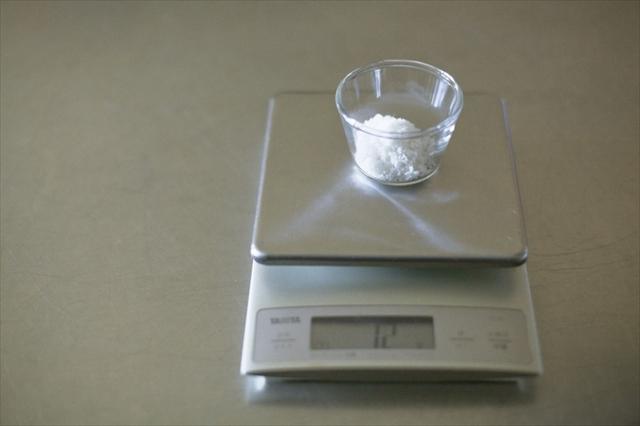 今回は1.2リットルの湯でゆでるので、塩は1%分の12g。このひと手間がおいしさを分けるのです