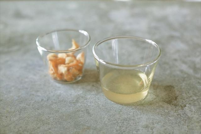 味に奥行きを出す秘訣(ひけつ)は、だし。干しエビのだしは熱湯につけるだけで簡単にとれるので、家庭料理の強い味方です