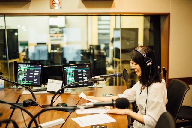 リポーターとして出演しているTOKYO FM「シンクロのシティ」の収録現場。「インタビューをしたり、自分の言葉で考えを伝えたりする経験は、演技する上でも大きな勉強になります」