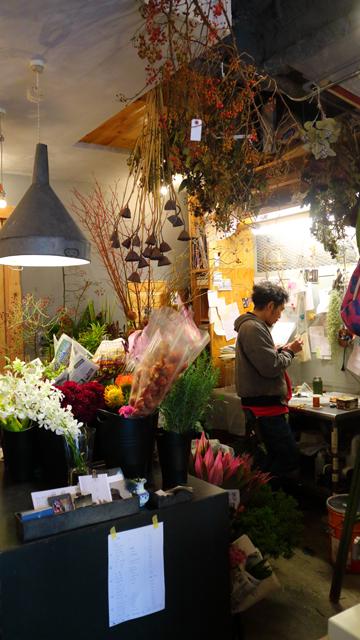 ベーカリーミウラと店をシェアする平澤剛生花店