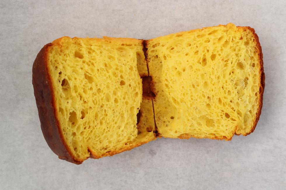 看板がなくて無人!? アート作品のようにパンを陳列する謎すぎるパン屋/3ft