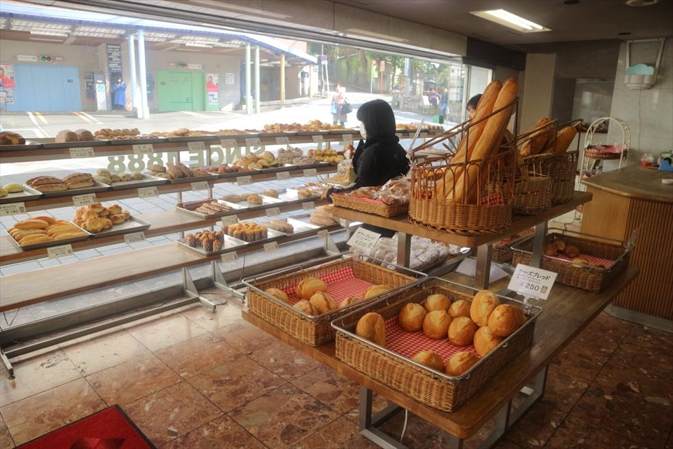 横浜・元町で130年! 日本最古の伝統を引き継ぐノッポの山食パン/ウチキパン