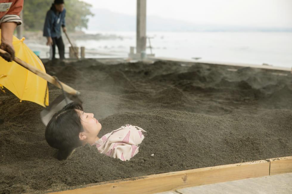 海に臨む砂湯