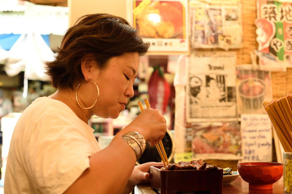 クリトモのさかな道 特別編「最強の胃袋を持つ私が行く築地市場内飲食店」(2)米花・かとう・福せん・鳥藤・やじ満