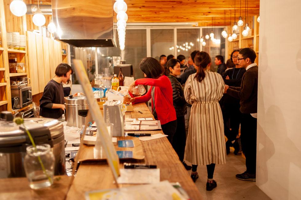 土曜の夜は参加自由。ひろがる鎌倉「まちの社員食堂」