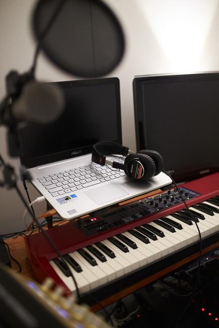 <143>立地重視&音楽重視。部屋中央に夫婦別々の「スタジオ」