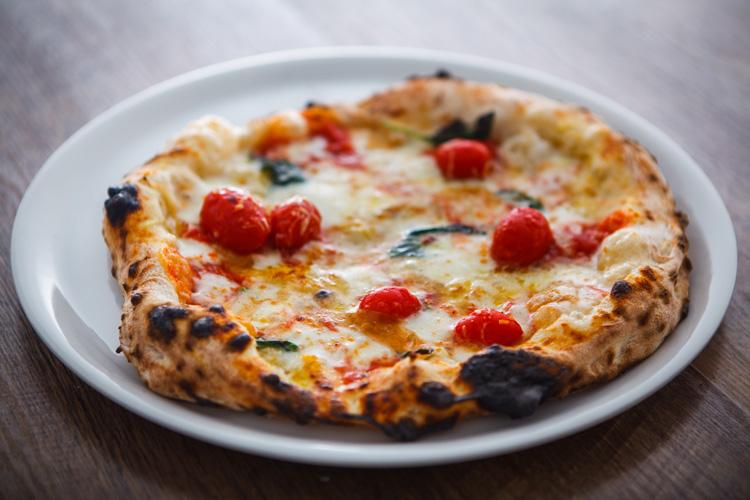 食材にこだわったピッツァをワインとともに味わう