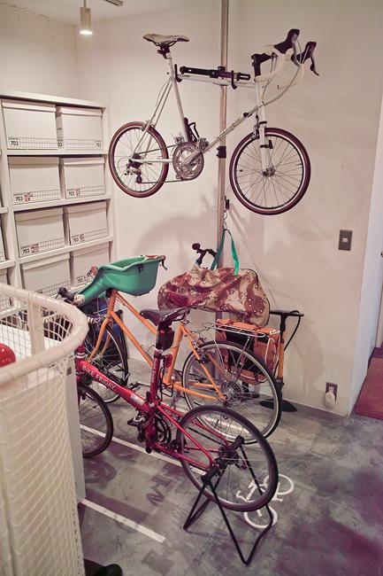 <80>港町っぽい部屋に自転車5台