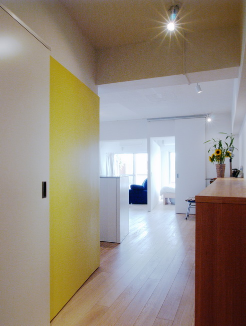<68>水色と黄色で楽しい1LDKに