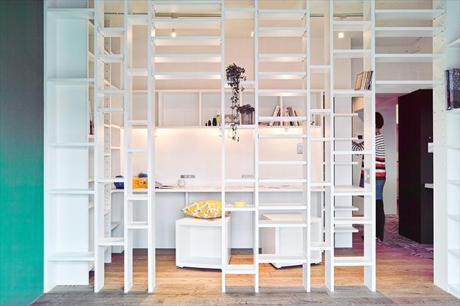 <73>個室はなく、すべての壁が本棚