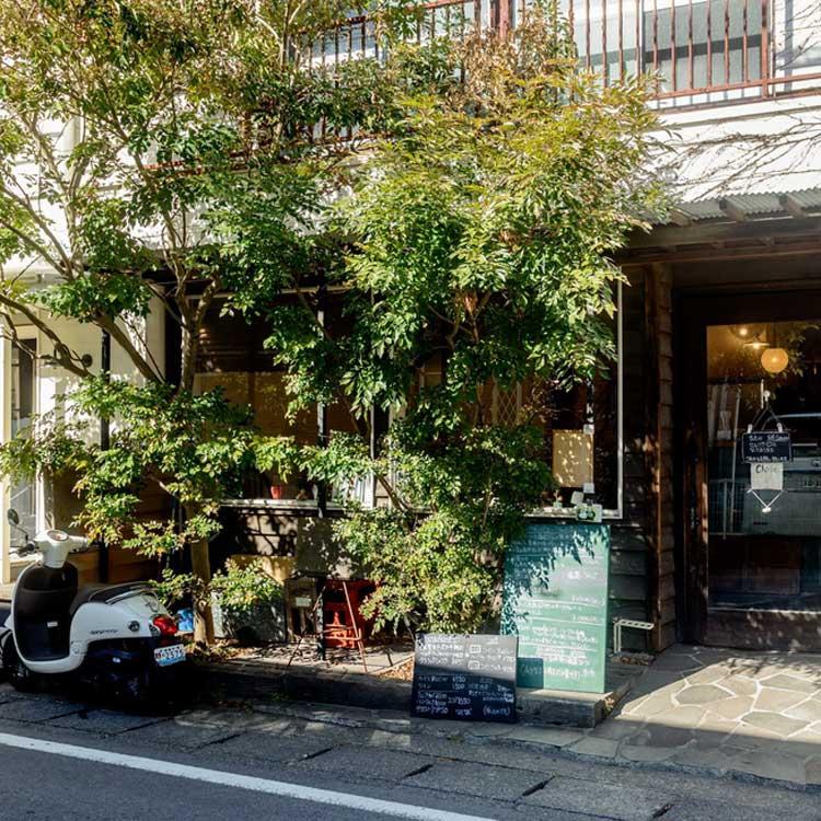 鎌倉宮の参道沿い、「いい感じ」のランチ。「moguRa(モグラ)食堂」