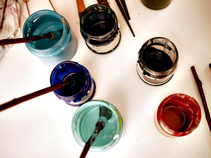 「水は心の鏡」。トルコのエブルアート作家、エキレキリきょうだい