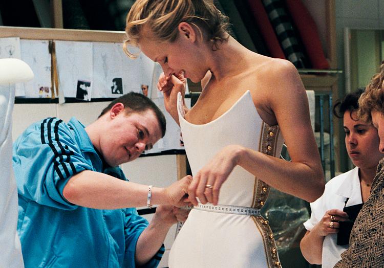 ファッションの天才・マックイーンの貴重なドキュメンタリー映画