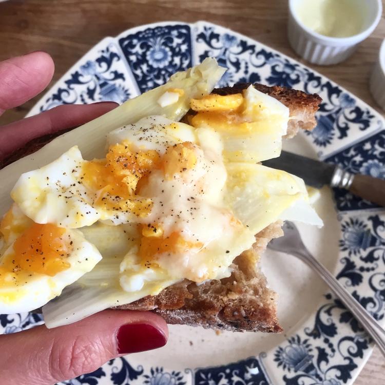 《パリの外国ごはん そのあとで。》衝撃の白いソースで卵&サバサンド「Le Coeur du Liban」
