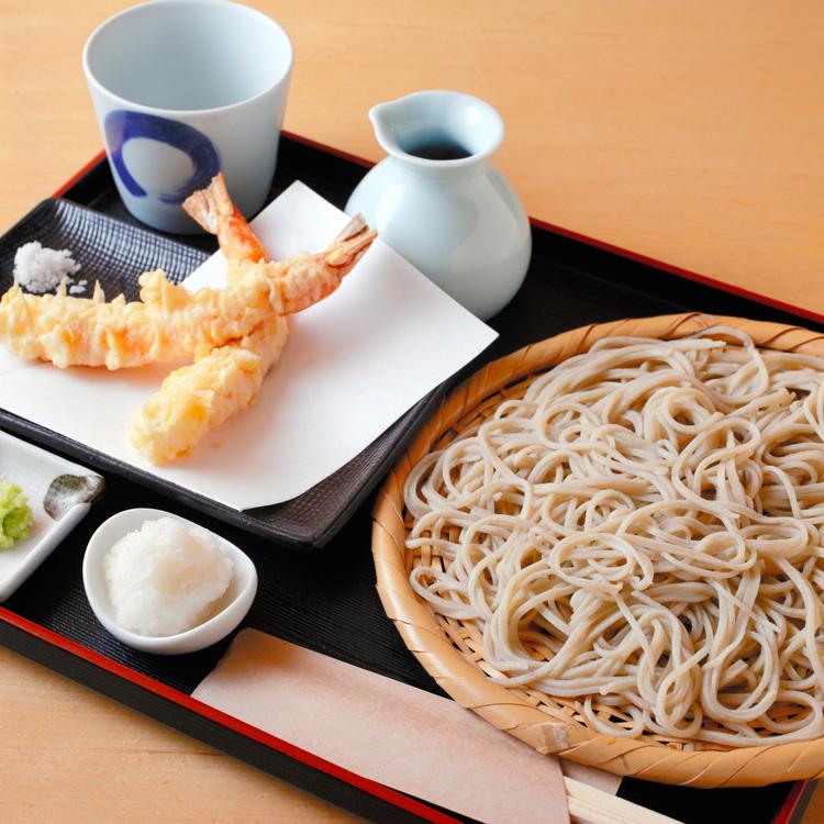 「手打蕎麦 松永」の天もりそば コシノヒロコさん