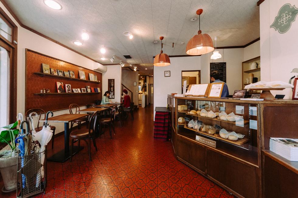 あこがれの、映画と本とパンの店「シネコヤ」