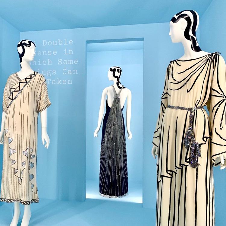 技巧凝らした華やかドレス メトロポリタン美術館「キャンプ」展