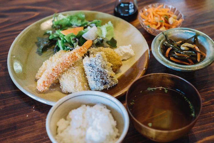 新鮮な魚のごはんとうつわと…大磯町のハブ「今古今」