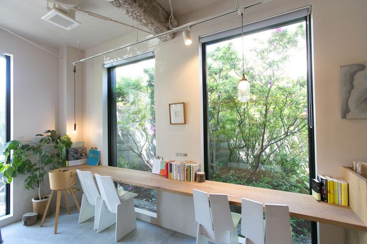 <115>デザイン書充実、起業相談もできるカフェ 「book cafe DOOR」