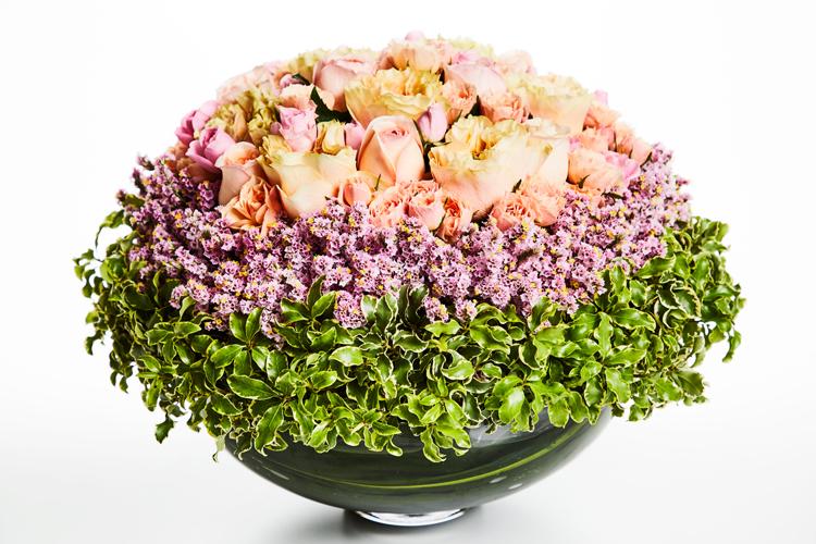 「母にも母なりの悩みがあったんじゃないか」。亡き母へ感謝のバラの花束を