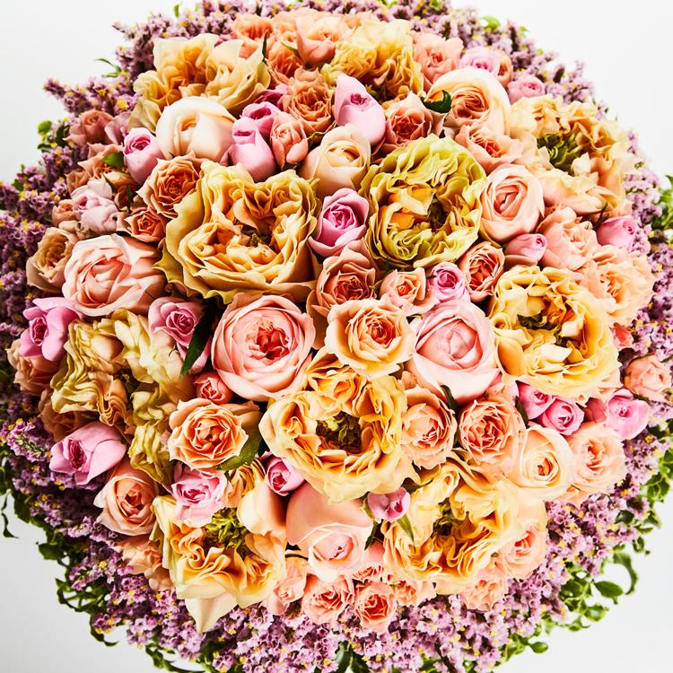 「母にも母なりの悩みがあったんじゃないか」 亡き母へ感謝のバラの花束を