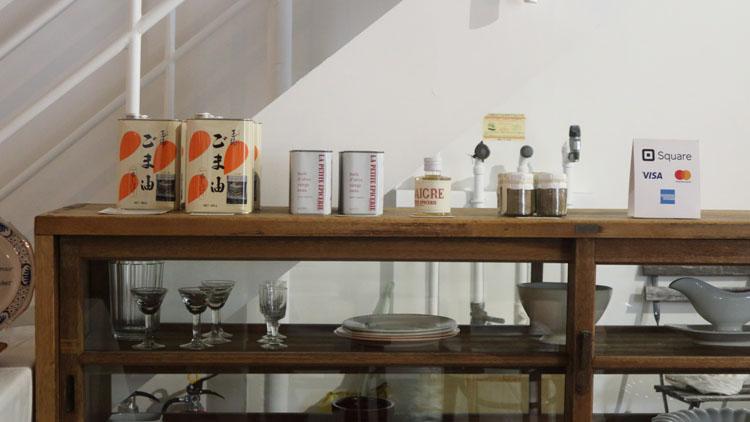 卸売市場の大衆食堂で味わうツナメルト/調理室池田