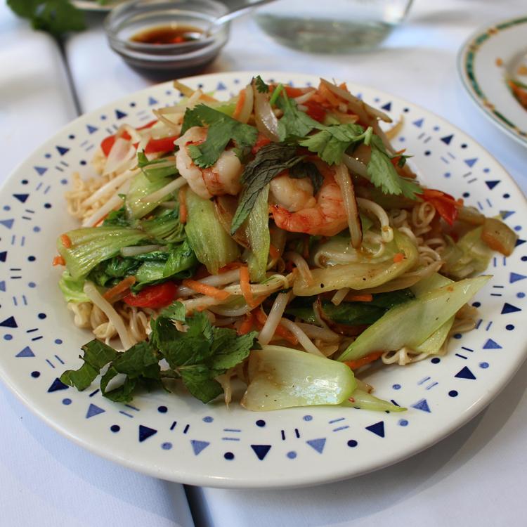 蒸しクレープから焼きそばまで興奮が止まらない! ベトナム料理「Fraternité」