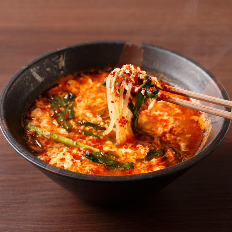 「辛麺 華火」の辛麺 森七菜さん