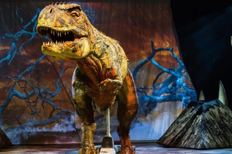 大人の好奇心に突き刺さる、世界最大級の恐竜ショーが来日