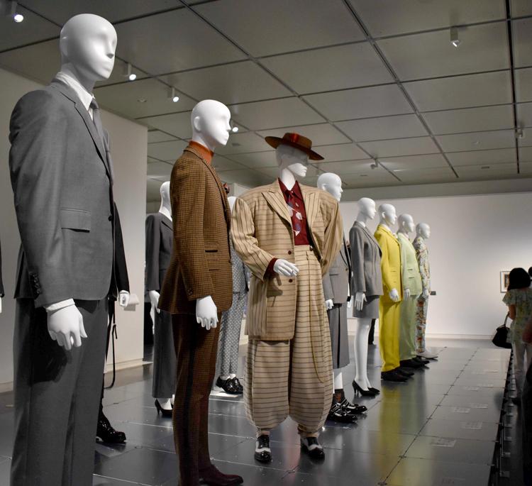 「ドレス・コード」って? 装い問う 京都国立近代美術館