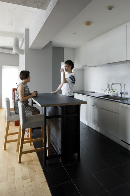 忙しい共働き夫婦が、あえて選んだ眺めのいい郊外の家