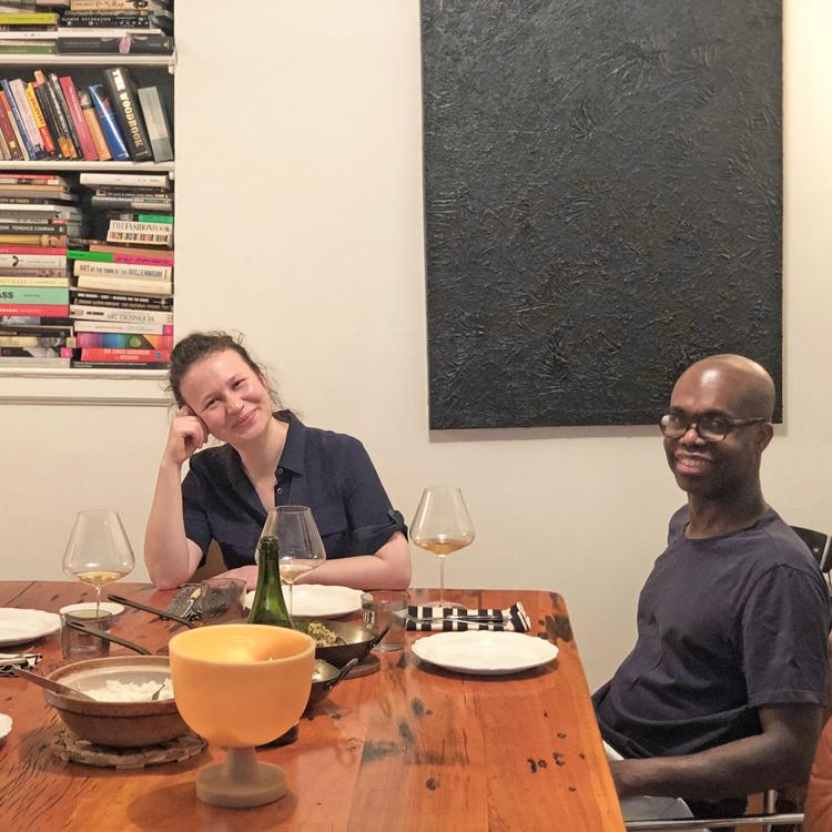 料理を分け合うセネガルの食文化。1人で食事はできない!