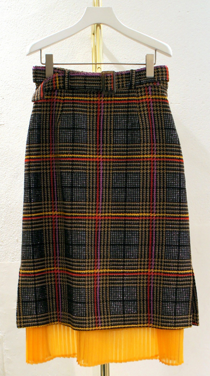 今から着たい 秋のスカート