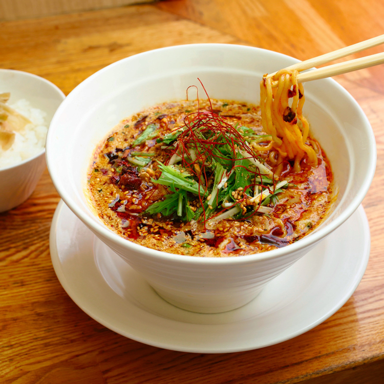 「金蠍(きんかつ)」の汁あり金胡麻担担麺  望月理恵さん