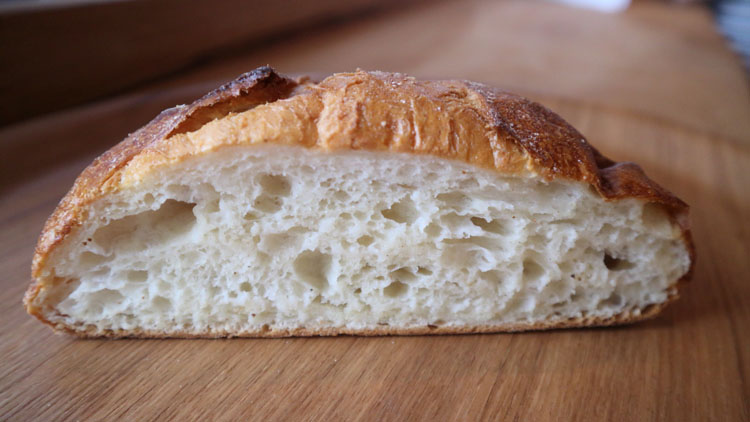 九州産小麦という快感。「パンストック」2号店、奇跡の口溶け/ストック