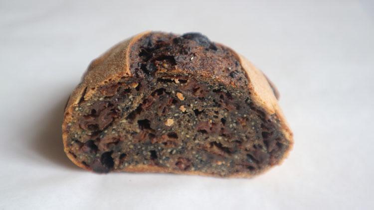 北海道十勝、「白いパン」「茶色いパン」「黒いパン」で知る道産小麦「きたほなみ」の豊穣/toi