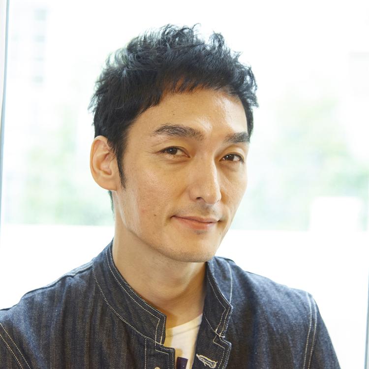 草なぎ剛さん「これまでで一番、自分を出せた」 無責任な男を演じた映画『台風家族』