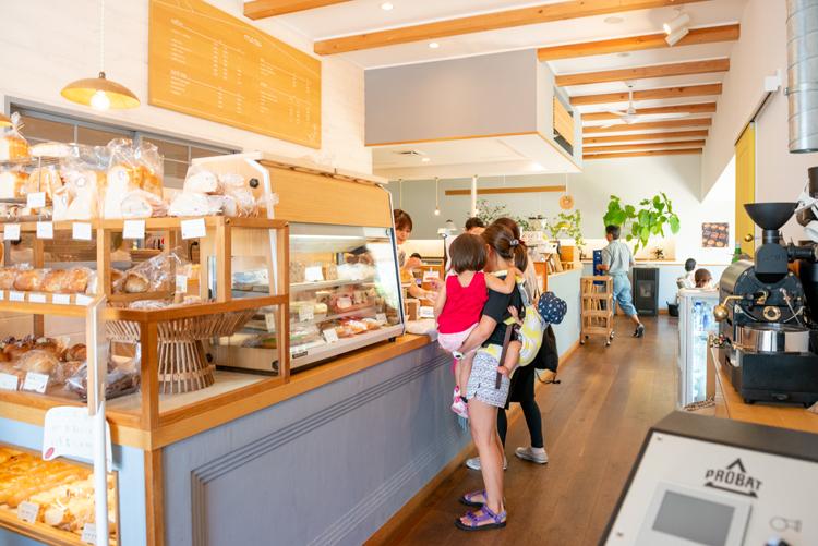 妻はパン、夫はコーヒー担当。葉山「三角屋根 パンとコーヒー」