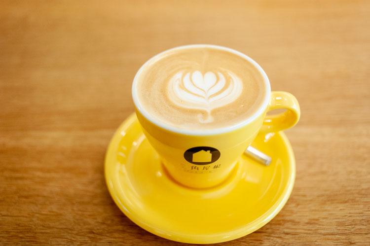 """葉山の""""ネイバーフッド""""感覚が隅々に。みんなでつくる「三角屋根 パンとコーヒー」"""