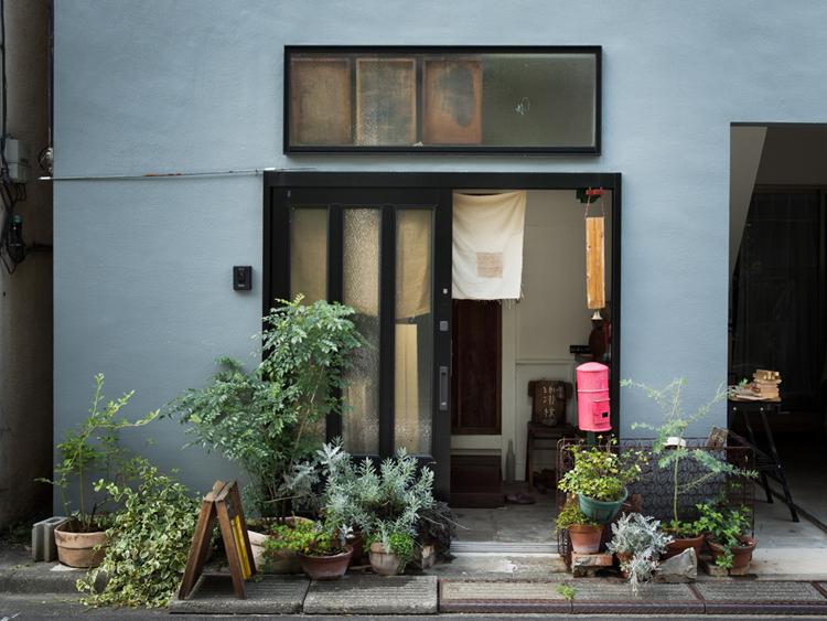 <124>深夜まで人が集まる一軒家カフェ 「珈琲杖」