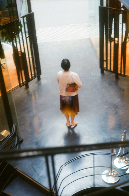 タイ・チェンマイのバーンロムサイでつくられたリメイク・ハンドバッグ 川内倫子さん