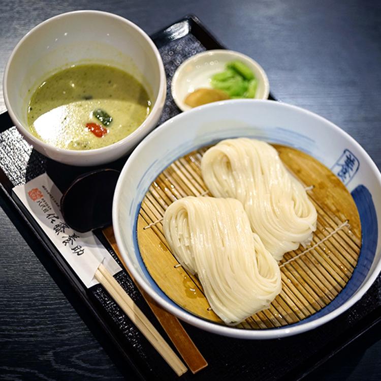 「銀座 佐藤養助」のタイ風グリーンカレーつけ麺 近藤サトさん